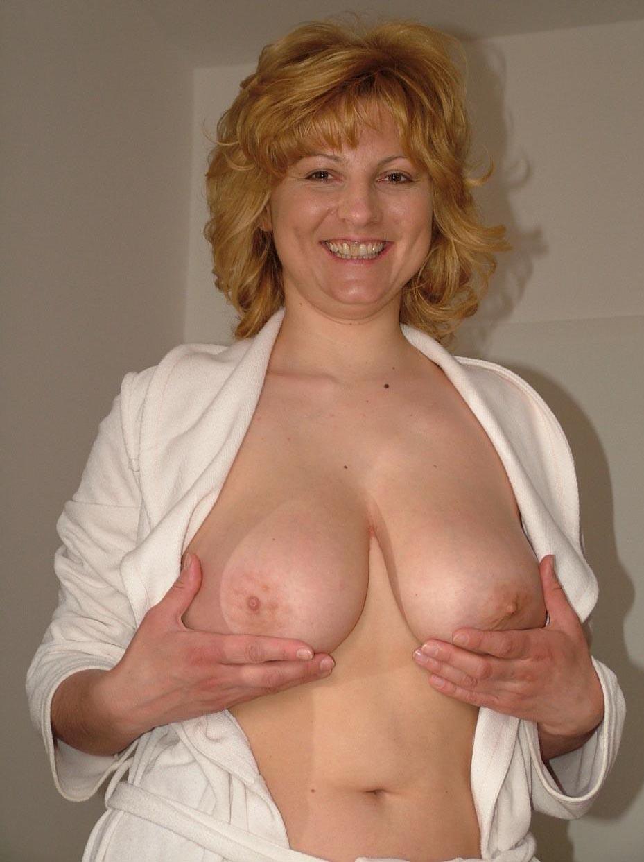 petite a gros seins chatte cougar