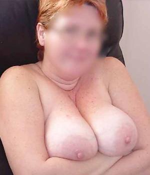 Femme coquine poste sa première annonce pour un plan sexe à Lyon