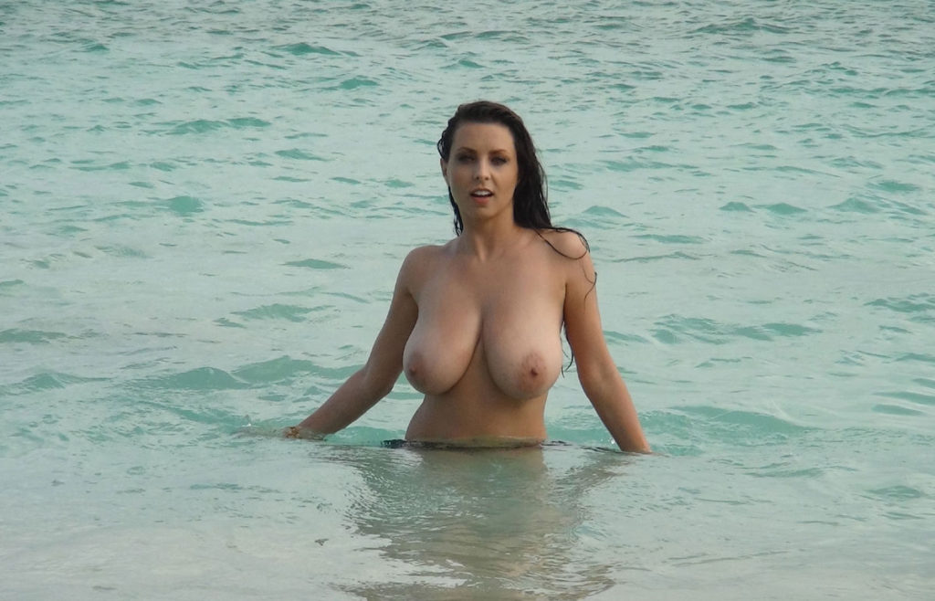 Candid Amateur Wimp On Vacation Beach Eyecontact Mixx For Captions Pix 1